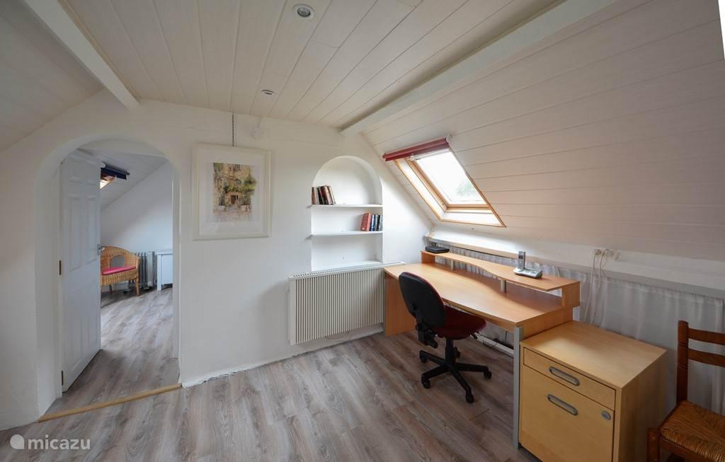 Werkruimte met toegang tot slaapkamer