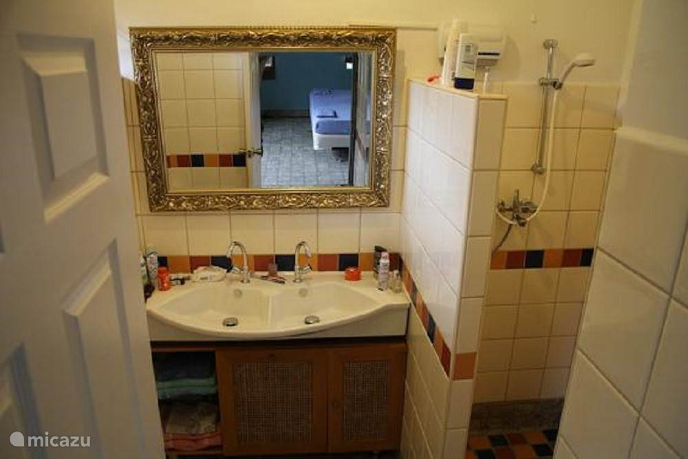 2 nette badkamers