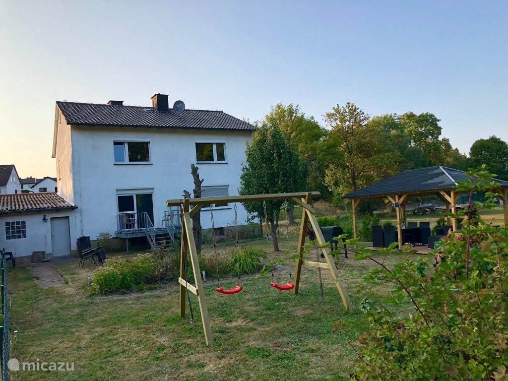 Overkapping, dubbele schommel, trampoline!