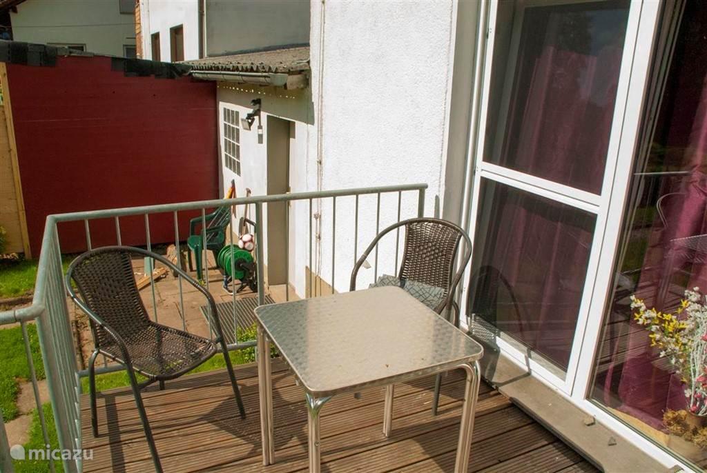 Gezellige veranda, aansluitend aan de woonkamer.