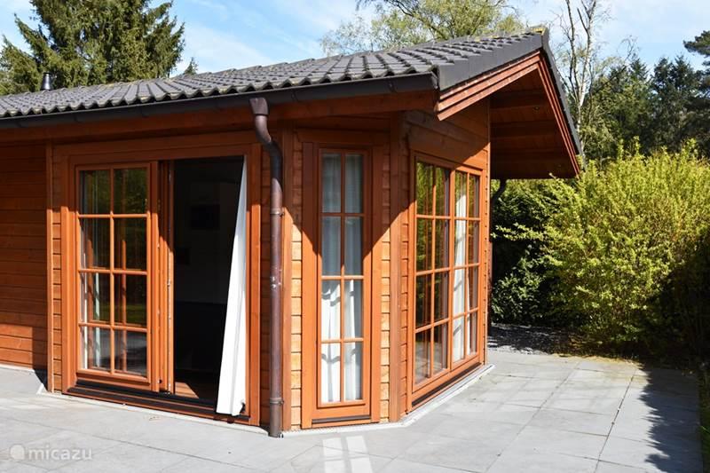 bungalow sch ne finnische bungalow beekbergen in beekbergen gelderland niederlande mieten. Black Bedroom Furniture Sets. Home Design Ideas