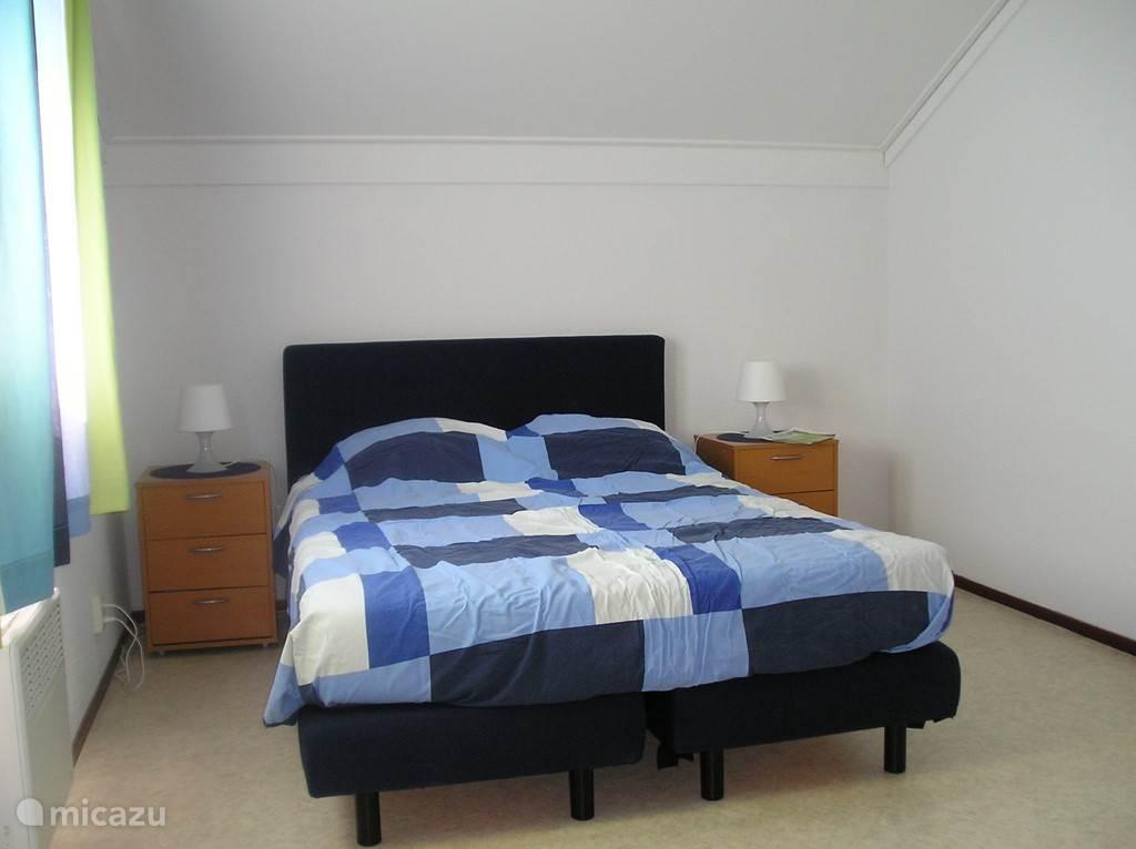 Een slaapkamer op 1e verdieping.