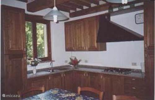 open keuken, volledig voorzien van alle keukengerief