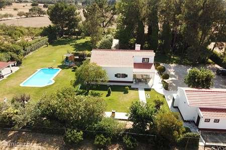 Vakantiehuis Portugal, Lissabon Kust, Palmela villa Villa met zwembad+ schitterende tuin