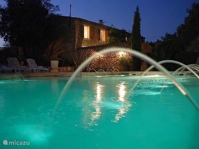 Zwembad en zijaanzicht La Nostalgie