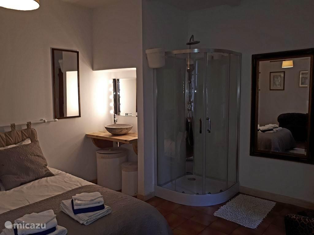 Slaapkamer begane grond 'en suite'