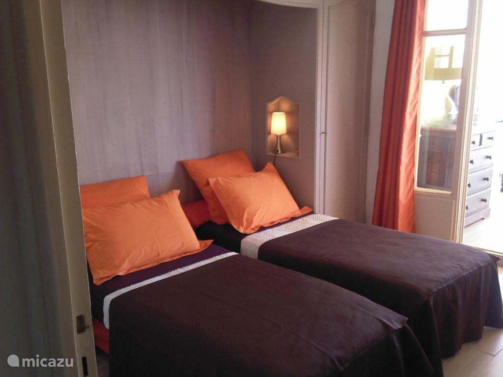 Slaapkamer (versie: twee enkel bedden)