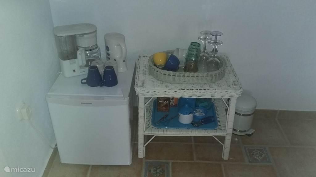 Koelkast, koffieapparaat en waterkoker B&B