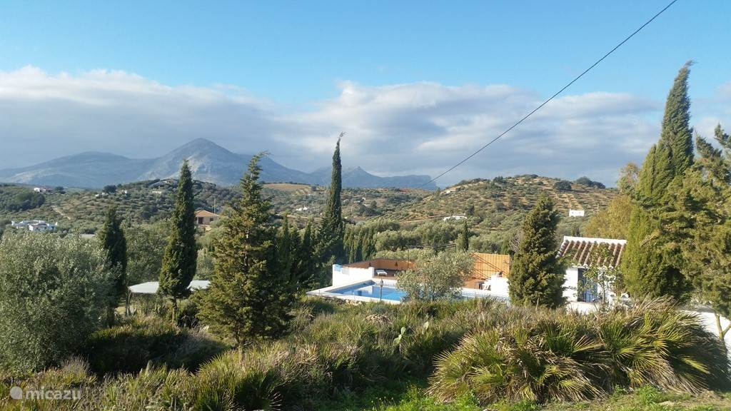 Achterzijde Rancho Sierra Azul en uitzicht