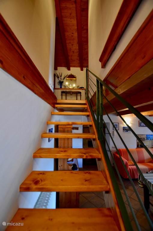 Trap naar de tweede verdieping.