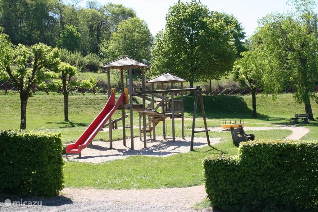 Speeltuin in dorp