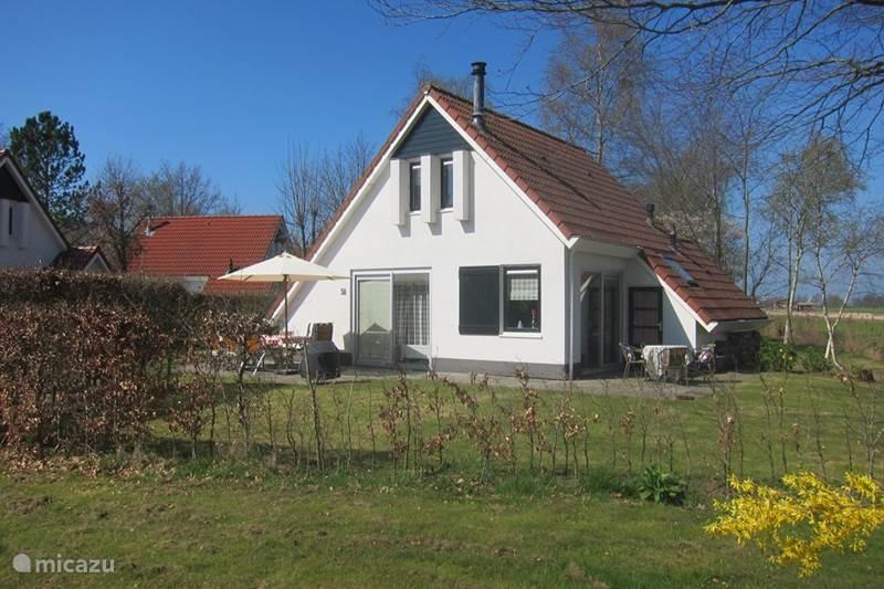 ferienhaus das wei e haus in sint nicolaasga friesland niederlande mieten micazu. Black Bedroom Furniture Sets. Home Design Ideas
