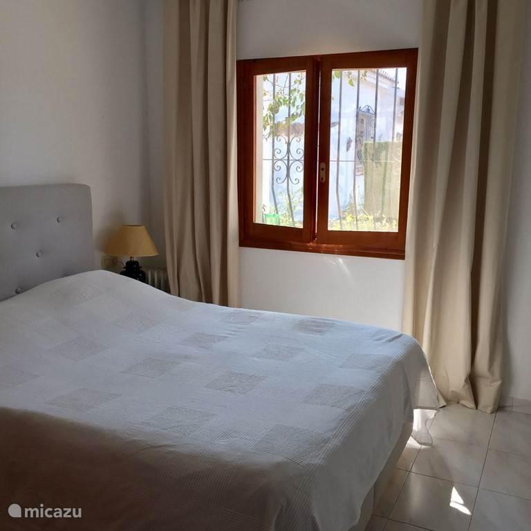 Slaapkamer met dubbel bed boxspring, goed matras