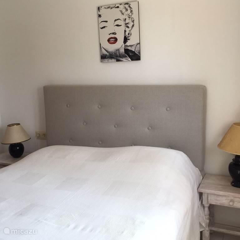Nogmaals slaapkamer 1 , veel kastruimte