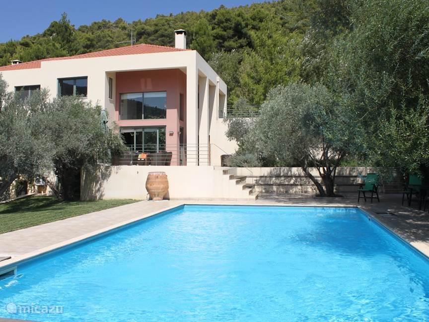 Villa Rosa met zwembad.