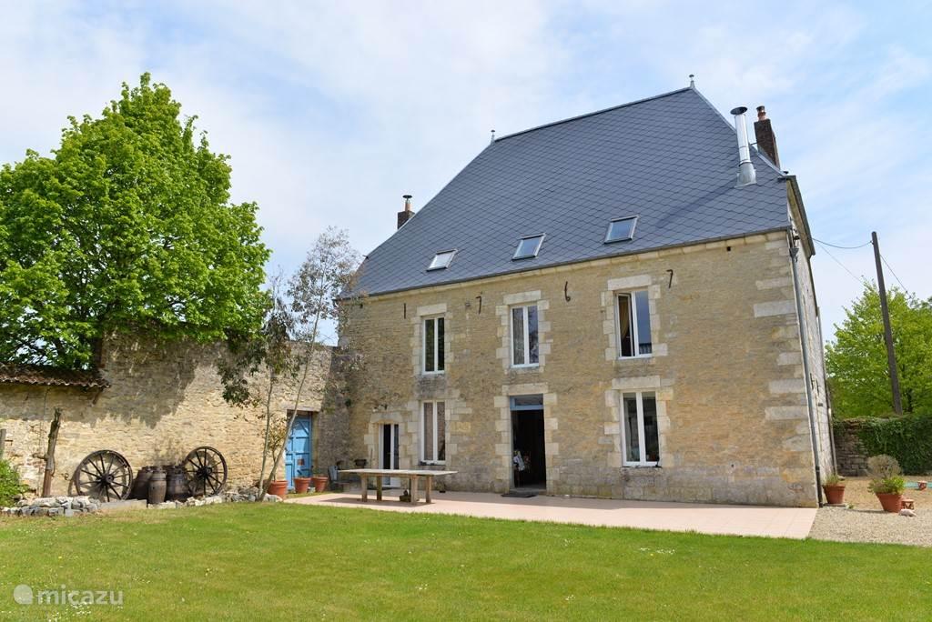 De achterkant van het huis met zicht op de binnentuin.