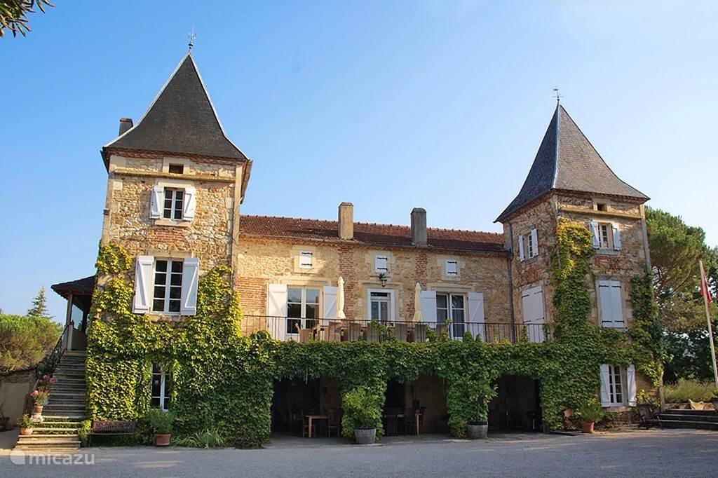 Vacation rental France, Lot, Prayssac apartment 6p. App. At fairy-like castle