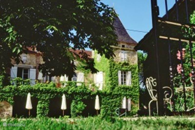 Vacation rental France, Lot, Prayssac Holiday house Detached house (8p.) At Castle