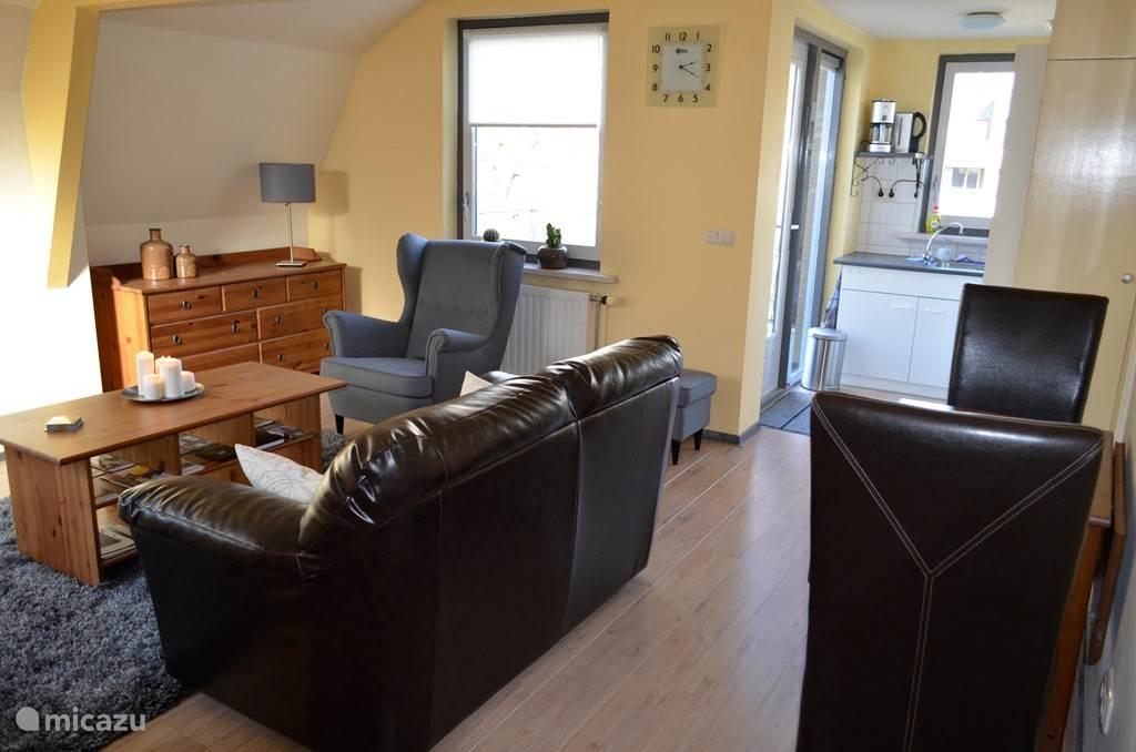 Het appartement is van alle gemakken voorzien. De keuken is volledig ingericht.