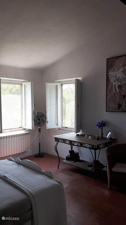 Slaapkamer 1, de master bedroom.