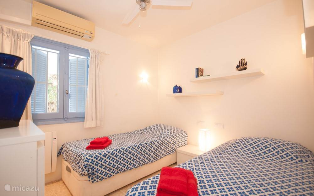 2e slaapkamer met 2x 1 persoonsbed