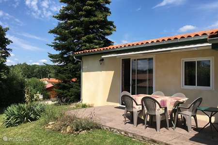 Vacation rental France, Charente, Écuras holiday house Village LeChat106 The Kippenhok