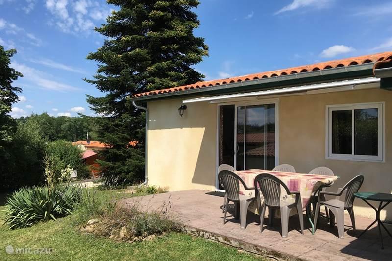 Vacation rental France, Charente, Écuras Holiday house Village LeChat106 The Kippenhok