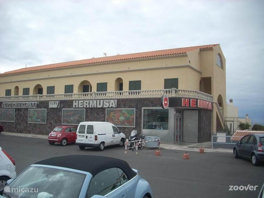Supermarkt Hermusa om de hoek