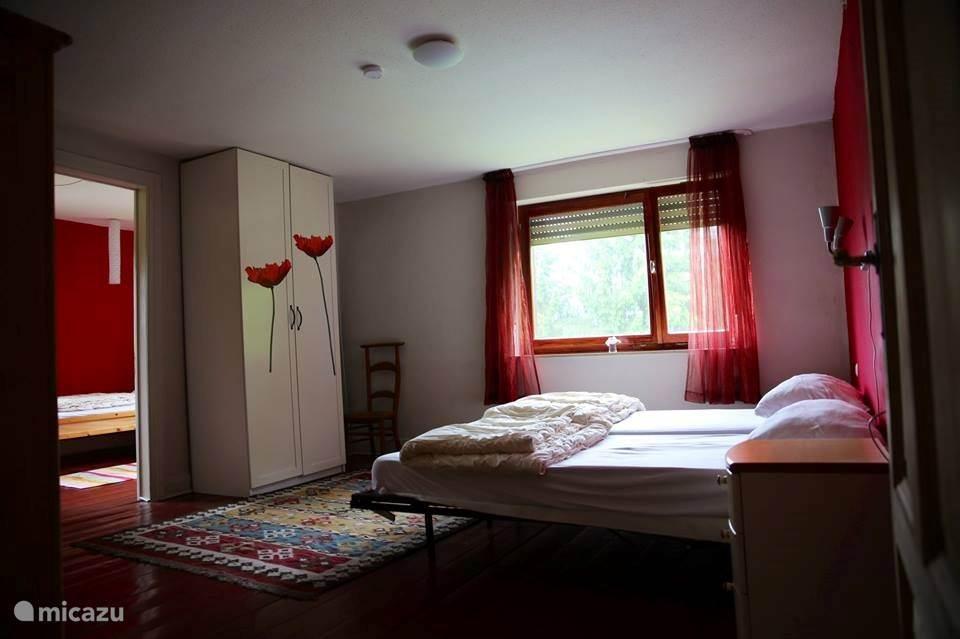 grote slaapkamer met aanhangslaapkamer