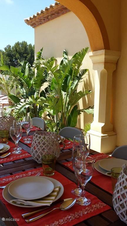 Villa TIBATI Tafeltje staat gedekt, smakelijk!
