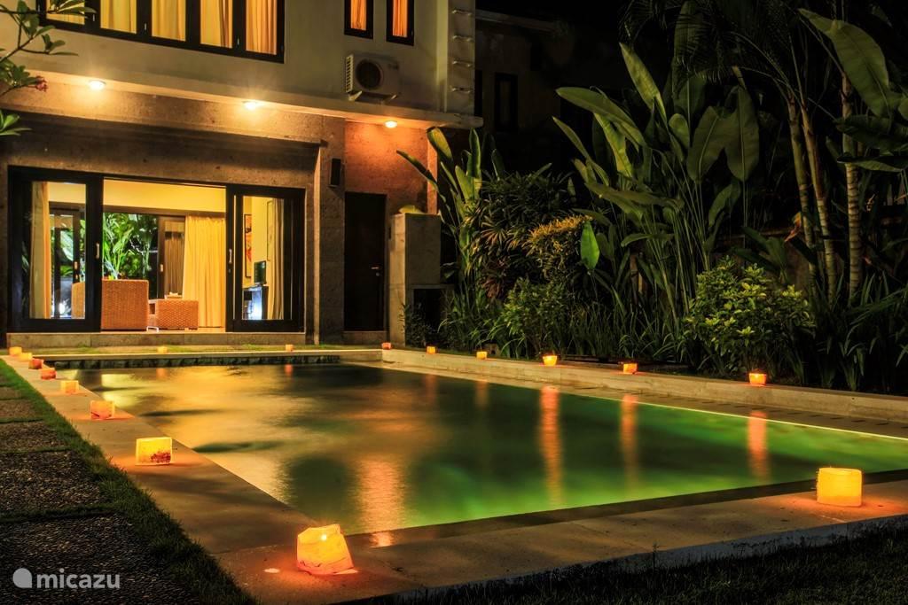 Privé zwembad en woonkamer