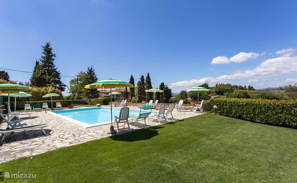 zwembad Huis Podere Monti