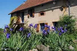 Brénazet is grote oude boerderij gebouwd rondom een cour, gelegen op een kleine heuvel met een adembenemend uitzicht naar alle kanten!