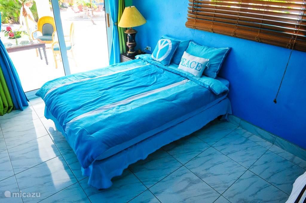 Slaapkamer met queen size bed