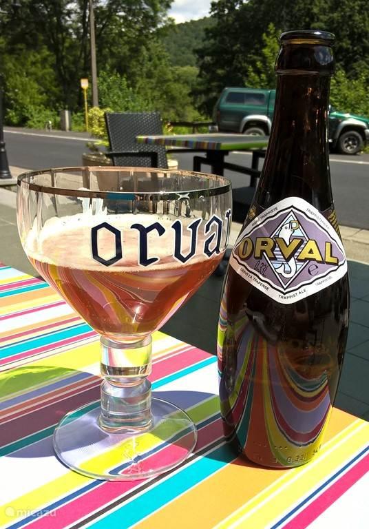 Was geht in den Ardennen ein schmackhaftes Orval auf einer Terrasse nach oben?