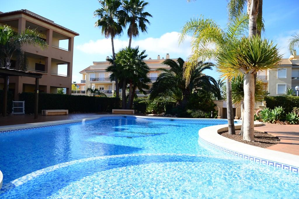 App. Benvinguts Jávea! 350m van het zandstrand El Arenal, 3 slpkmrs, 2 bdkmrs en zwembad. Perfect voor families! April en mei ontvang NU 10% korting.