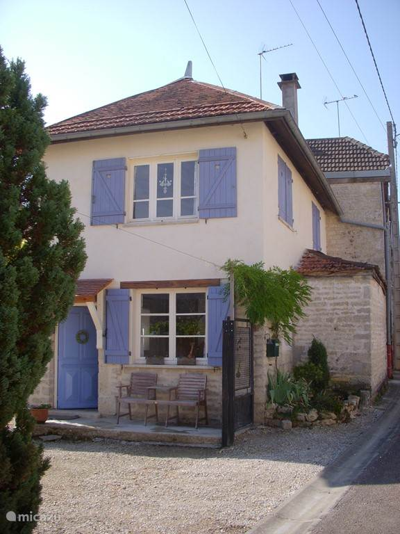 Vacation rental France, Burgundy, Mosson - farmhouse Va and Vien