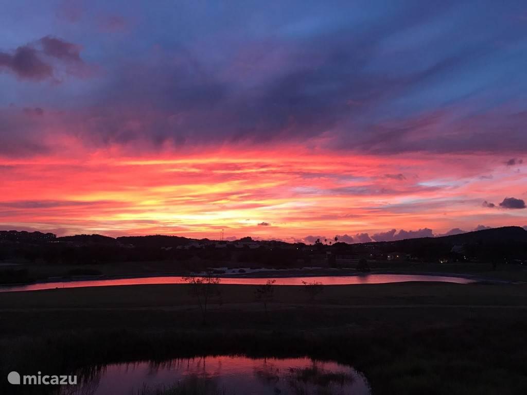 Uitzicht vanaf de porche bij zonsopkomst