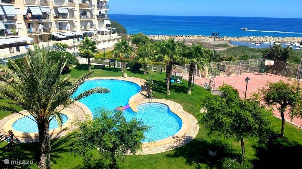 Heerlijk zwembad, gratis tennisbaan en vlakbij zee!