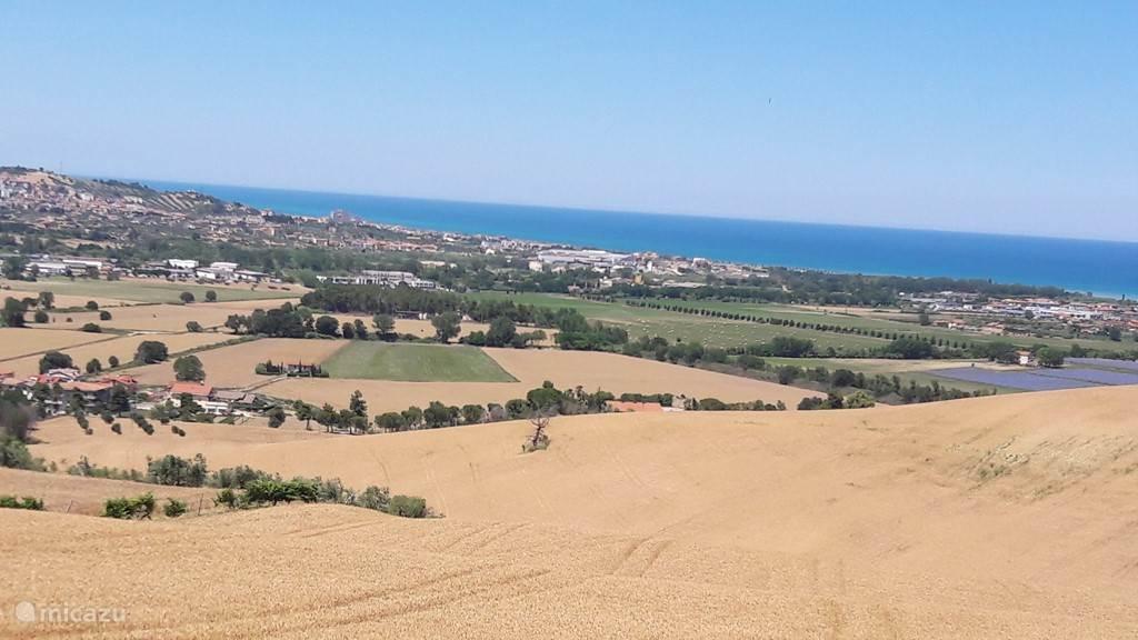 In de Abruzzo liggen de bergen, de heuvels en het strand op slechts een half uurtje rijden van elkaar....
