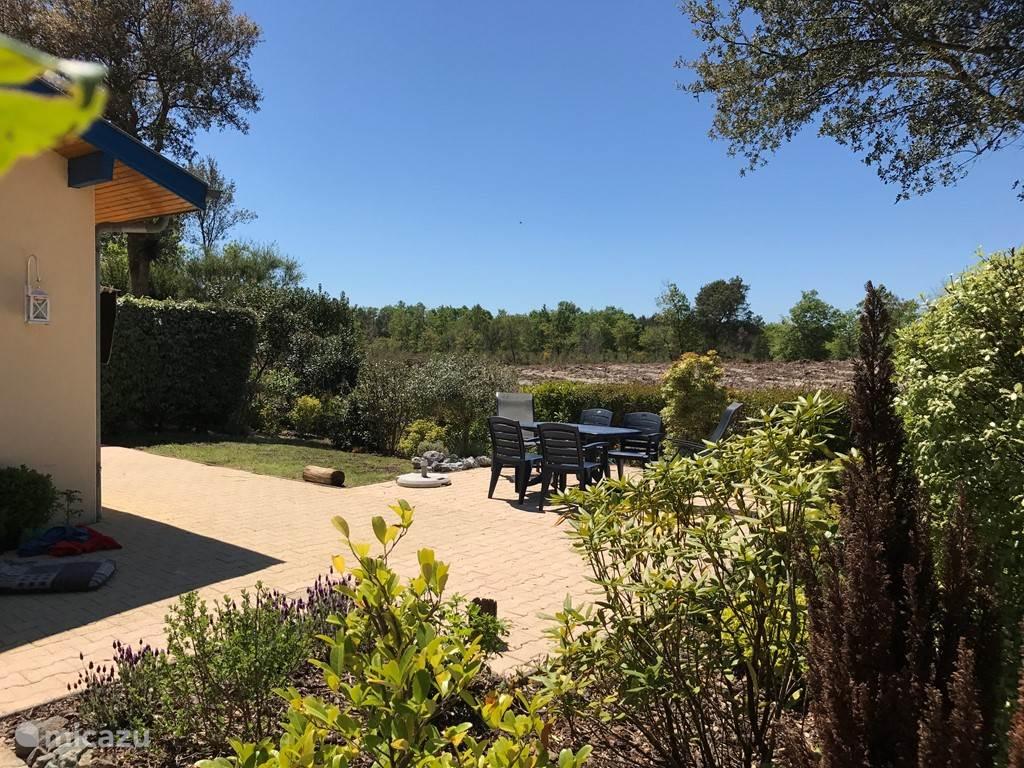 Het terras met huidige uitzicht