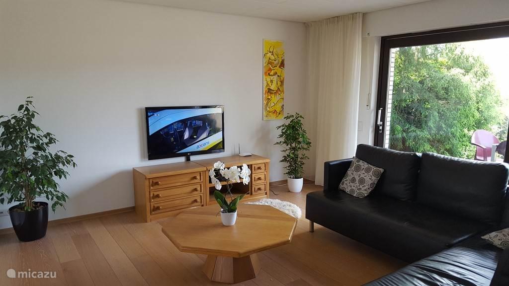 Woonkamer met TV (alle NL zenders)