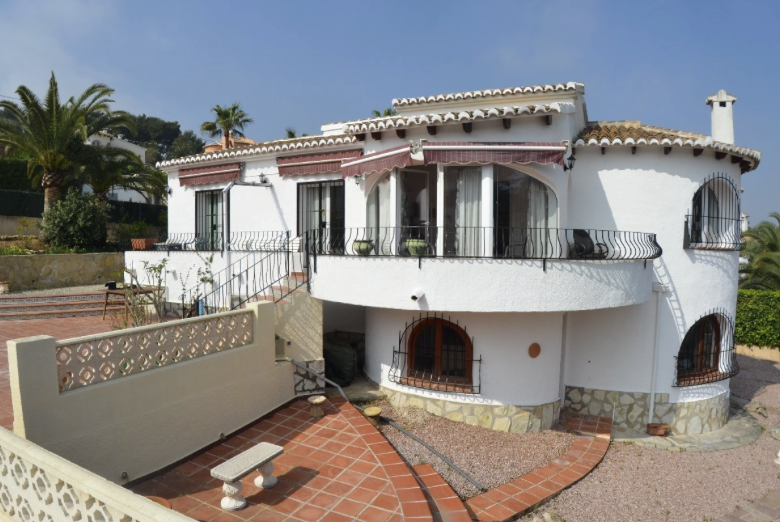 Nieuw! Prachtige 6-persoons villa in Jávea met privé zwembad, 3 slpkmrs, 2 bdkmrs. Heerlijke terrassen en BBQ. 3.5km van zandstrand Playa El Arenal.