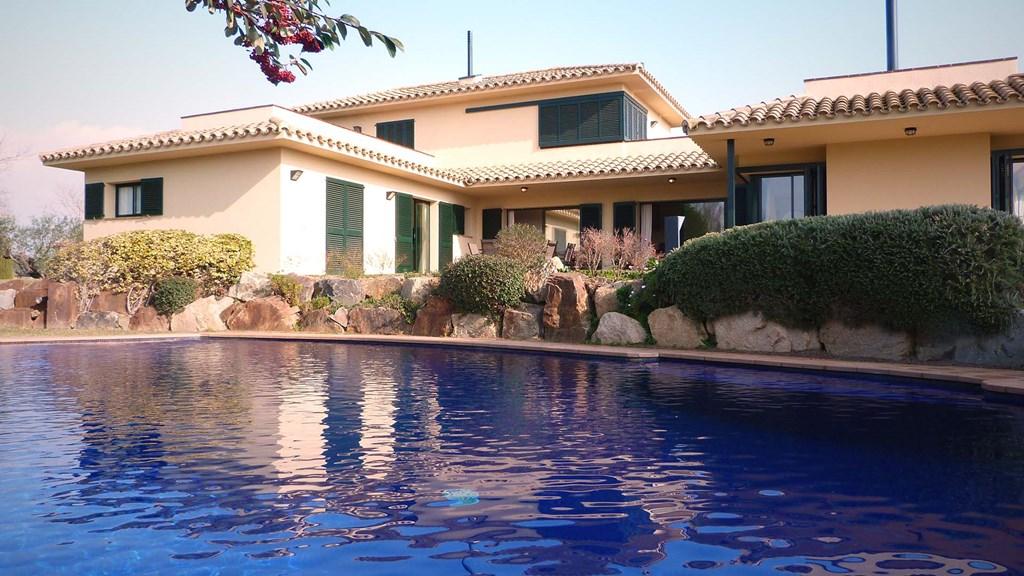 Van 18.08 - 01.09 extra korting van 100€ per week. Prachtig villa op mooie bestemming.Direct gelegen aan de golfbaan en 20 min van stranden CBrava.