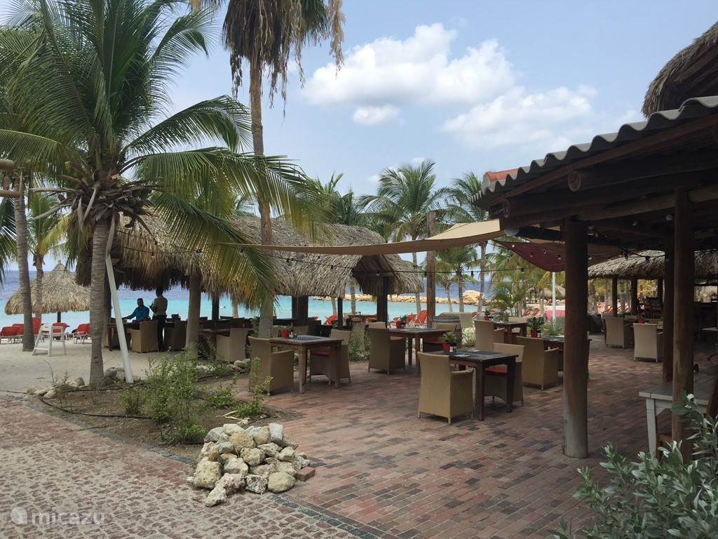Restaurant Azzuro op Blue Bay Beach