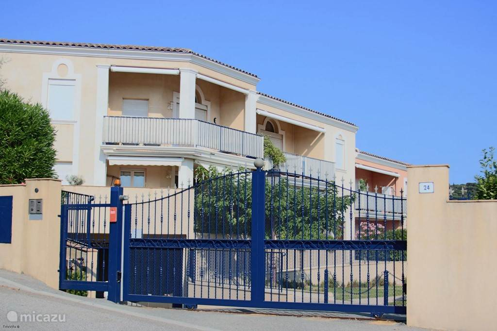 Vacation rental France, French Riviera, Sainte-Maxime apartment App. A8 les Pins Bleus near the sea