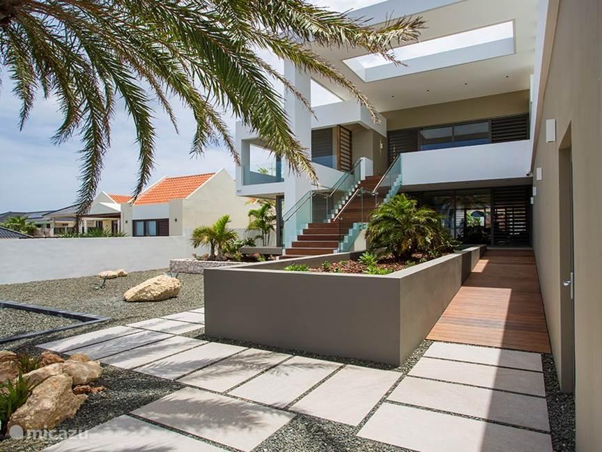 vila en penthouse entrance