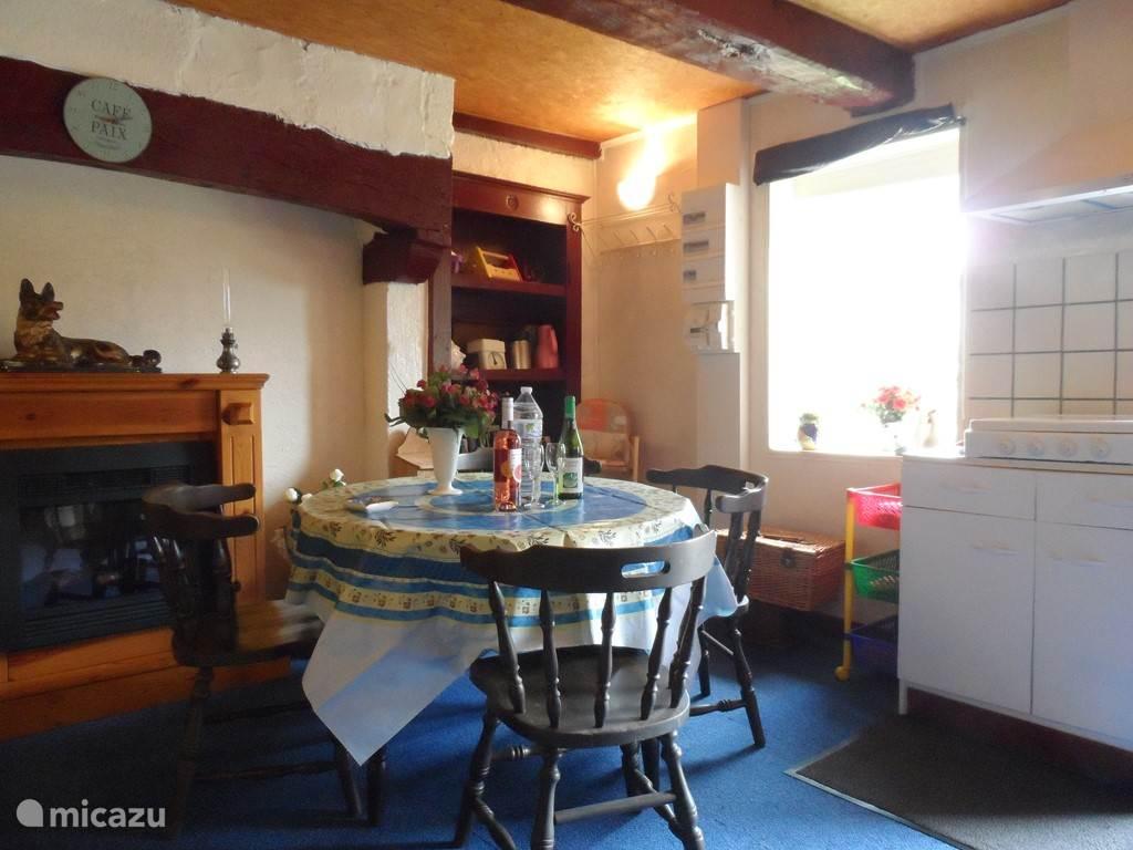 De gezellige huiskamer/keuken