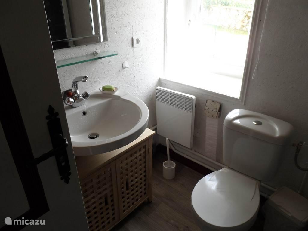 de rest van de badkamer