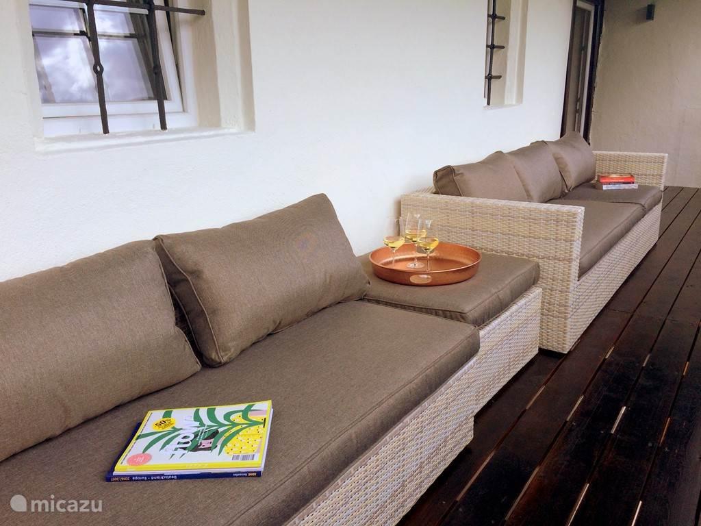 Terras met heerlijke lounge set